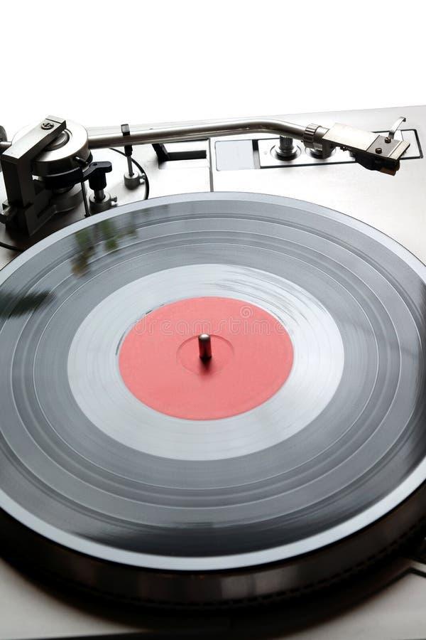 在银色案件的转盘与与在白色背景隔绝的红色标签的唱片 顶层 免版税图库摄影