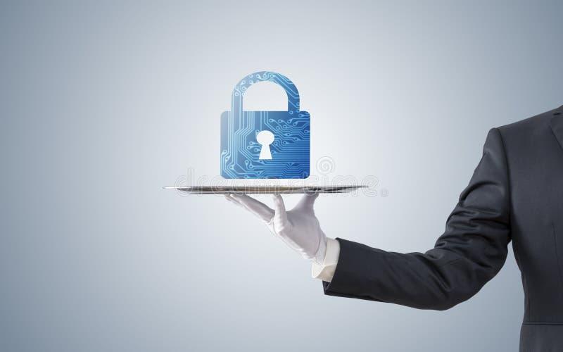 在银色盘子的商人提供的计算机安全 库存照片