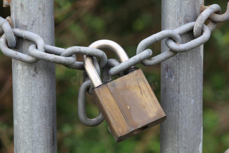 在链特写镜头的挂锁 库存照片