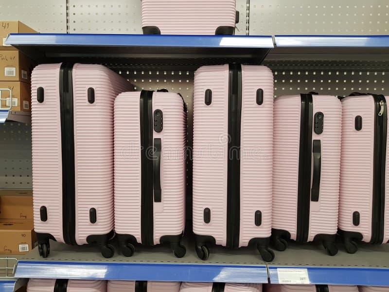 在销售中的桃红色塑料袋在超级市场 库存图片