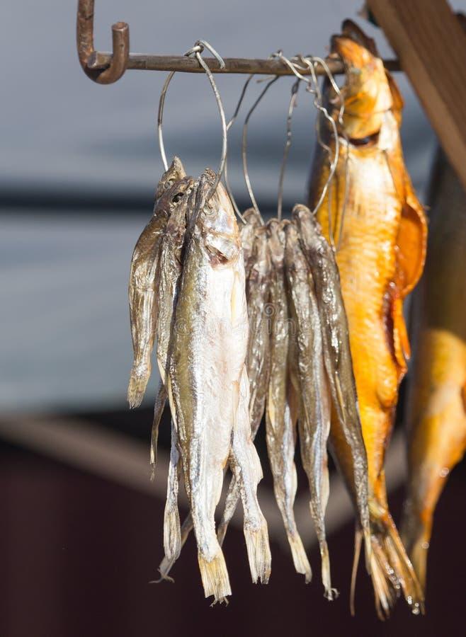 在销售中的熏制的鱼 免版税库存照片
