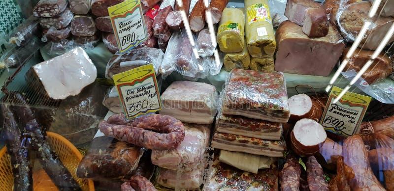 在销售中的肉纤巧在市场上 免版税库存图片