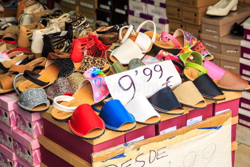 在销售中的鞋子 库存图片