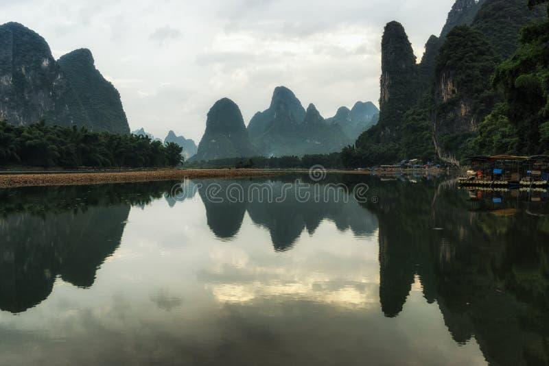在锂河的早晨日出 免版税库存图片