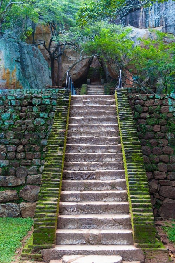 在锡吉里耶国王城堡的楼梯 免版税库存照片