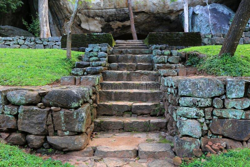 在锡吉里耶城堡的台阶 免版税图库摄影