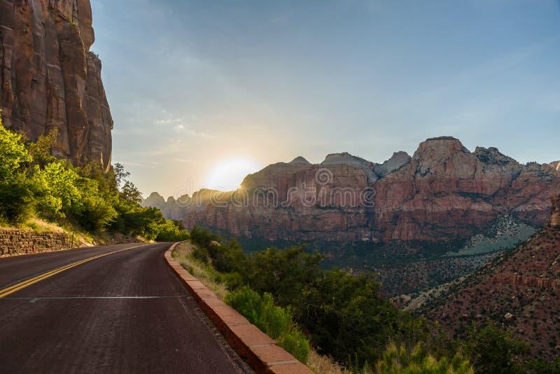 在锡安国家公园的风景风景,岩层的美好的颜色在犹他-美国 库存照片