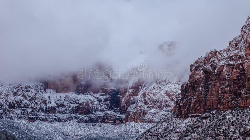 在锡安国家公园,犹他的云彩 免版税库存照片
