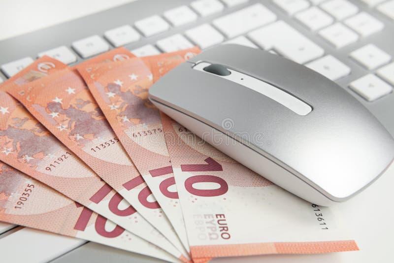 在键盘的50张欧洲钞票 免版税图库摄影