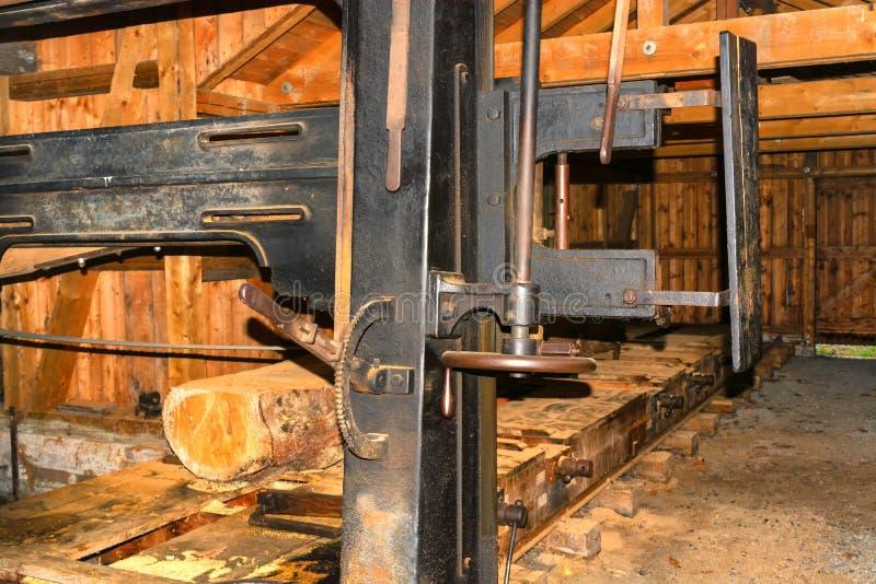 在锯木厂的木材加工 库存照片