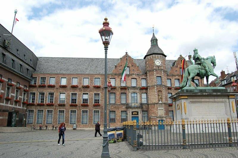 在镇中心的城镇厅大厦在多特蒙德,德国  库存照片