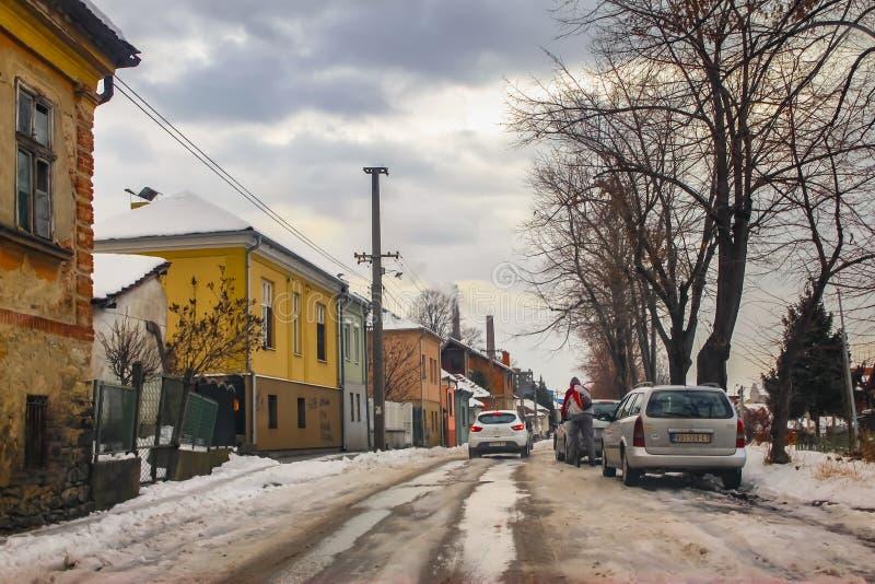 在镇街道上的冬天场面  库存图片