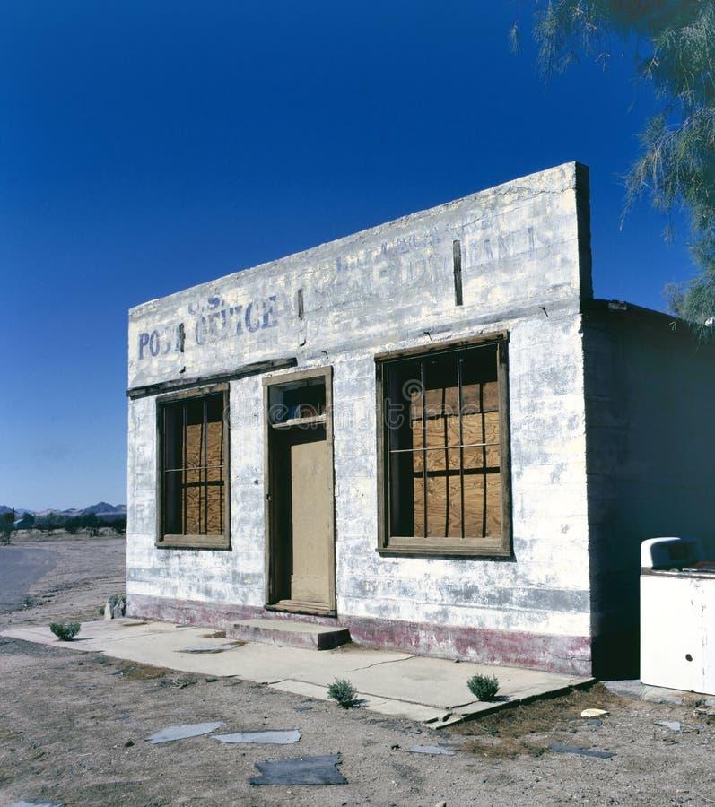 在镇边缘的老岗位大厦  免版税图库摄影