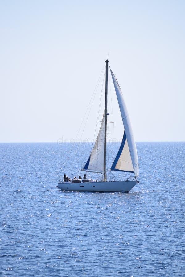 在镇静地中海的帆船 库存照片