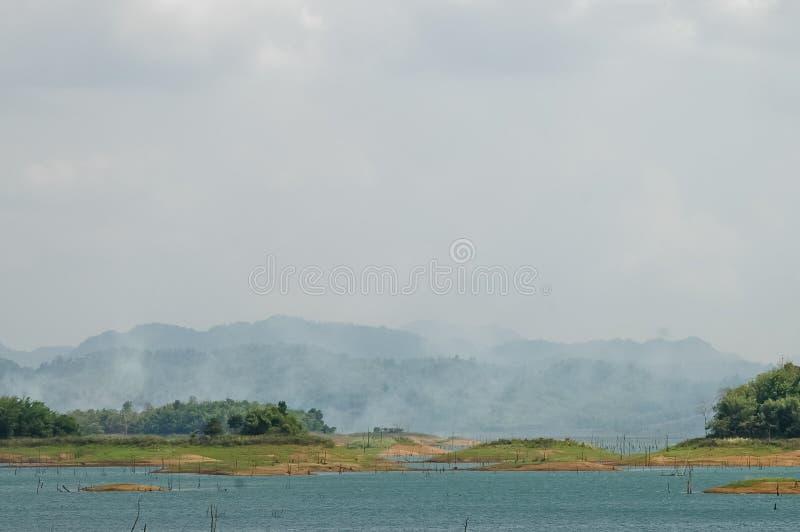 在镇静大水库的有雾的早晨 库存照片