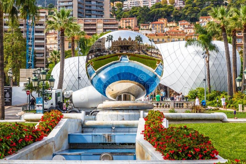 在镜子球Monte克罗的赌博娱乐场反射 图库摄影