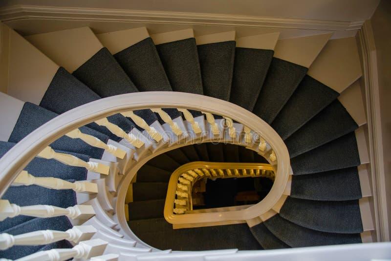 在长方形附录的螺旋形楼梯 免版税库存照片