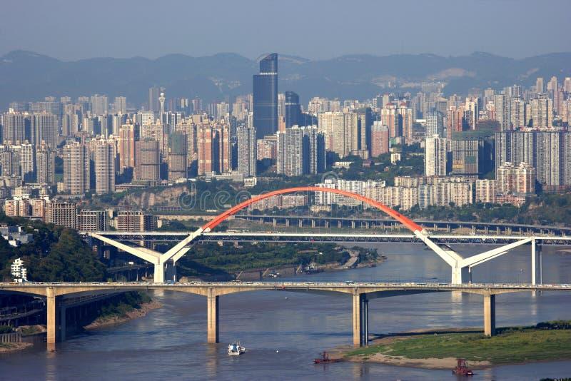 从在长江的梭小船在重庆 免版税库存图片