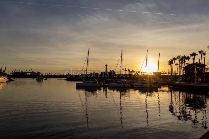 在长滩港口停泊的小船 免版税库存图片