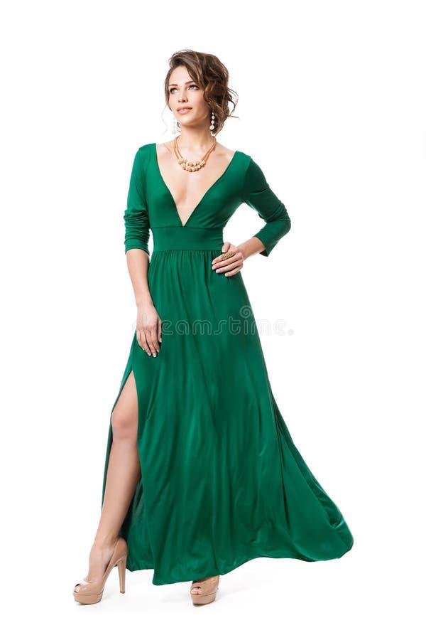 在长的晚礼服,在褂子的妇女秀丽全长画象的时装模特儿在白色 免版税库存图片
