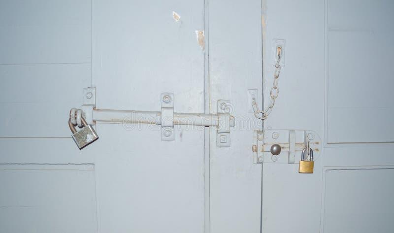 在门和门的门的锁门窗等之搭扣 免版税库存图片