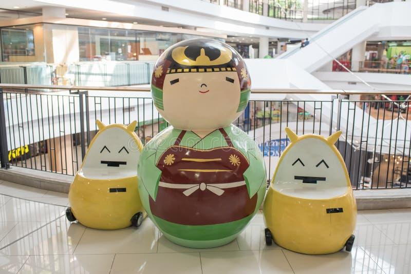 在门户Ekamai百货商店的大日本kokeshi玩偶,其中一个最著名的日本玩偶和玩具 库存照片