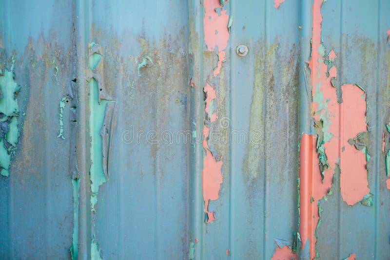 在门的老油漆 免版税库存图片