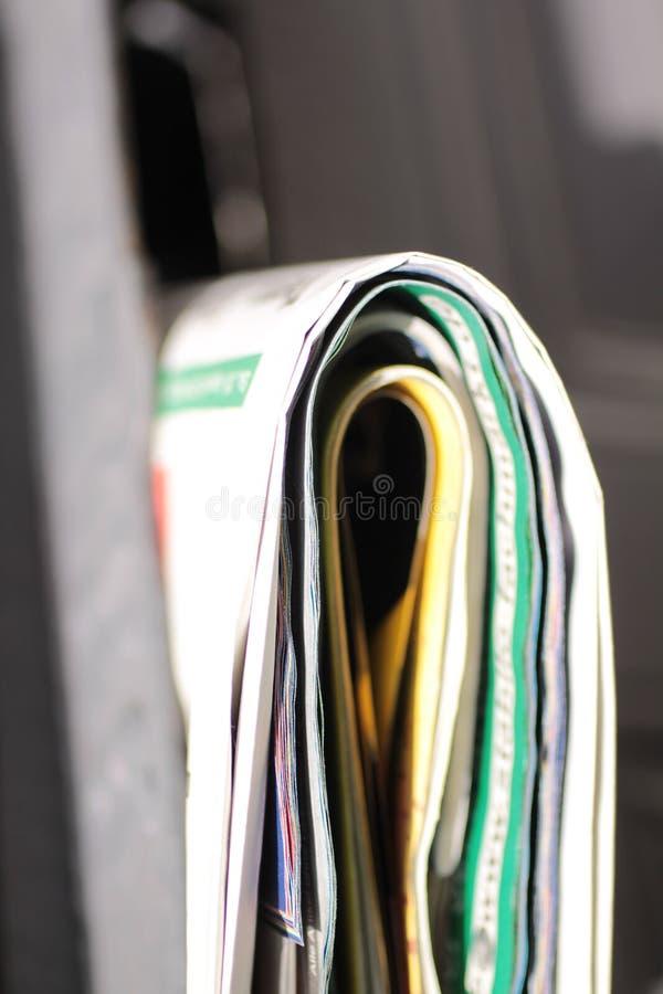 在门箱子的报纸 免版税库存图片