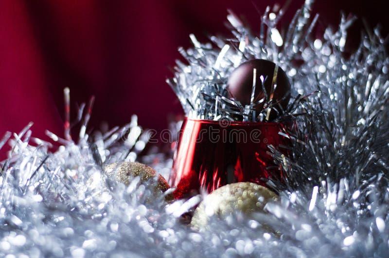 在闪亮金属片的圣诞节故事 库存照片