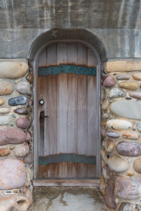 在防波堤的门 库存图片