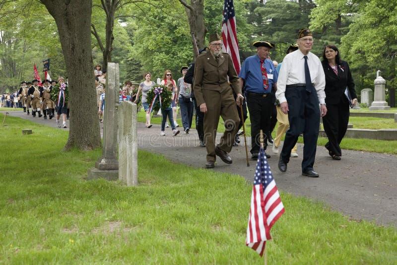 在阵亡将士纪念日的退伍军人行军 库存照片