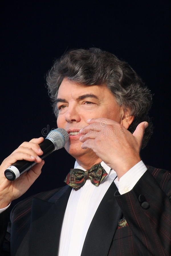 Download 在阶段唱歌的歌剧歌手,演员,流行音乐明星,谢尔盖扎哈罗夫苏联和俄国音乐的神象 编辑类库存图片 - 图片 包括有 音乐会, 头发: 72372449