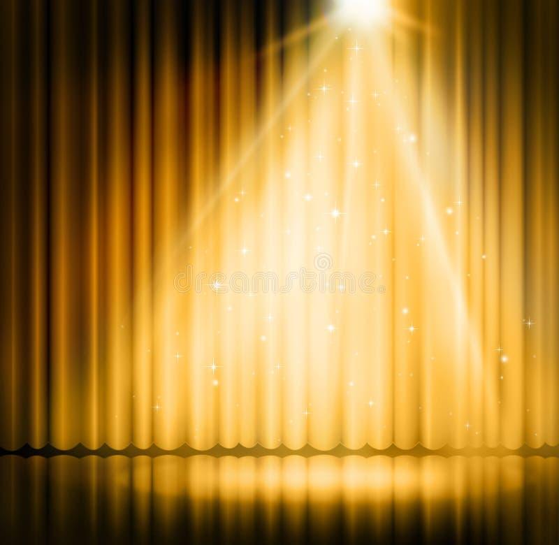 在阶段帷幕金背景的聚光灯 免版税图库摄影