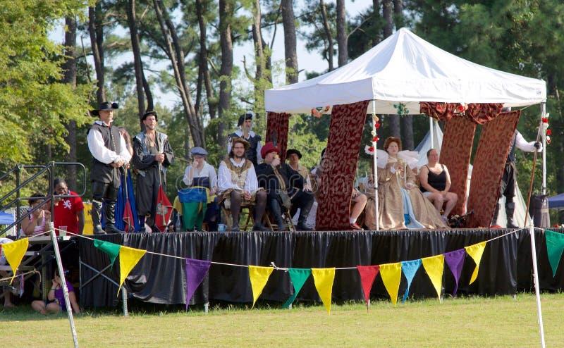 在阶段的女王/王后的法院在就职中间南部新生Faire 库存图片