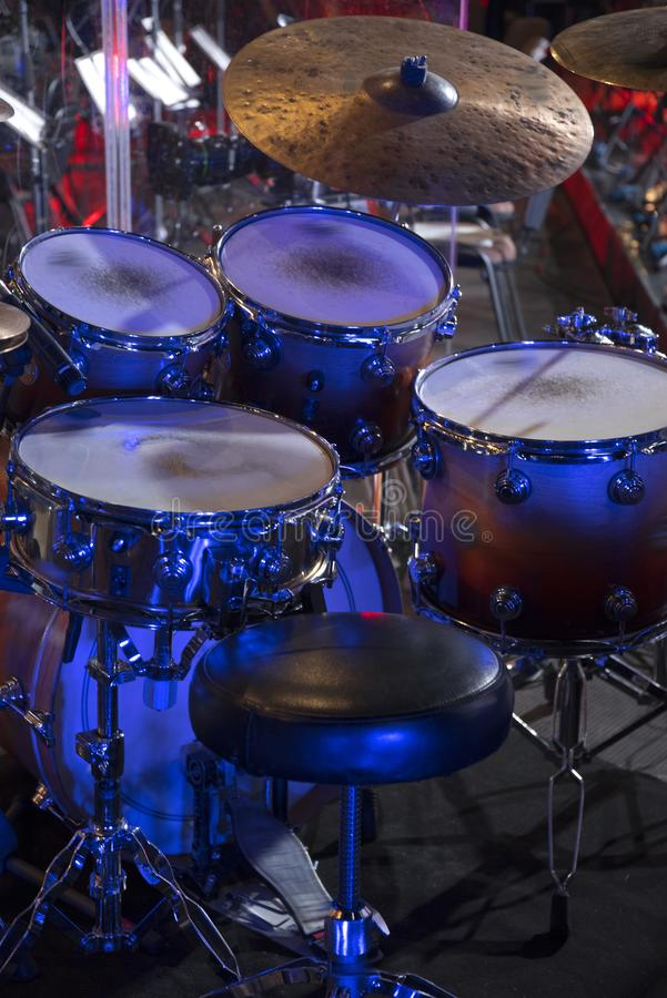 在阶段的鼓在音乐会前 库存图片