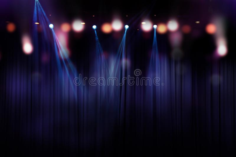 在阶段,音乐会照明设备摘要的被弄脏的光  免版税库存图片