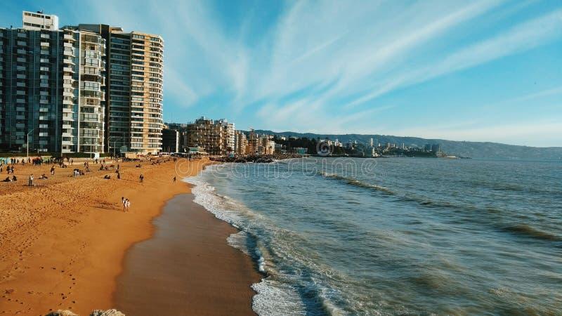 在阿卡普尔科` s海滩的晴天 免版税图库摄影