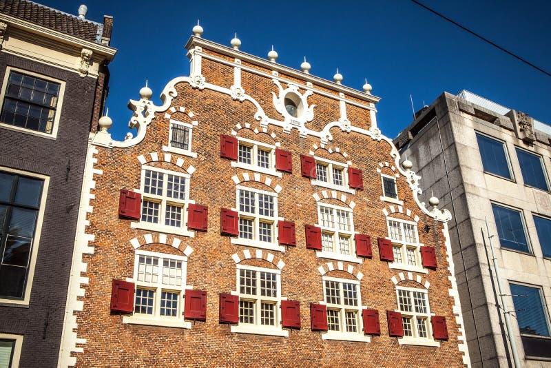 在阿姆斯特丹市传统居民住房的一般风景视图  免版税库存照片