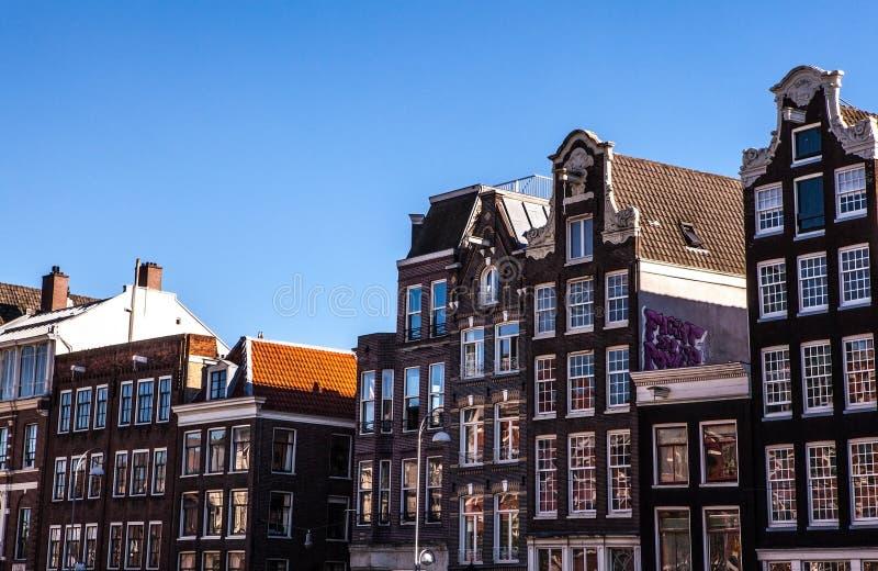 在阿姆斯特丹市传统居民住房的一般风景视图  图库摄影