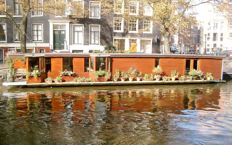 在阿姆斯特丹运河的游艇(2003) 库存图片