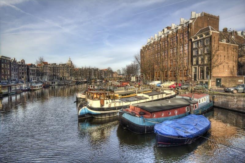 在阿姆斯特丹运河,荷兰的小船 免版税库存照片