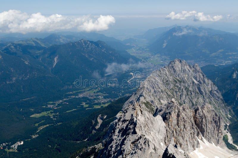 在阿尔卑斯峰顶的看法  免版税库存图片