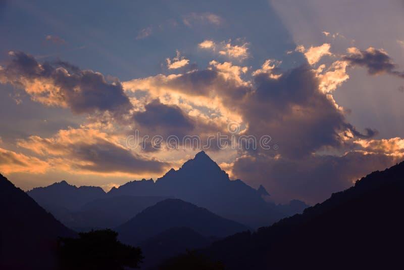 在阿尔卑斯的日落 免版税库存照片