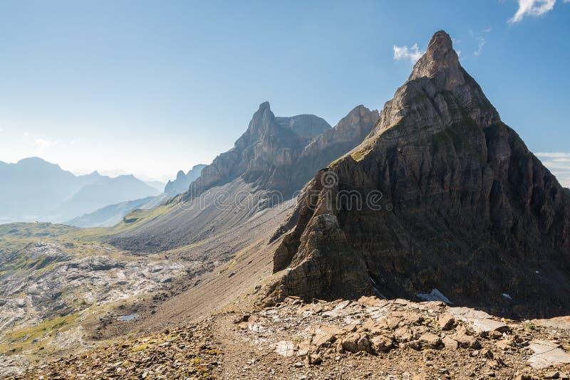 在阿尔卑斯的看法在腐烂Gratli远足期间在瑞士阿尔卑斯 图库摄影