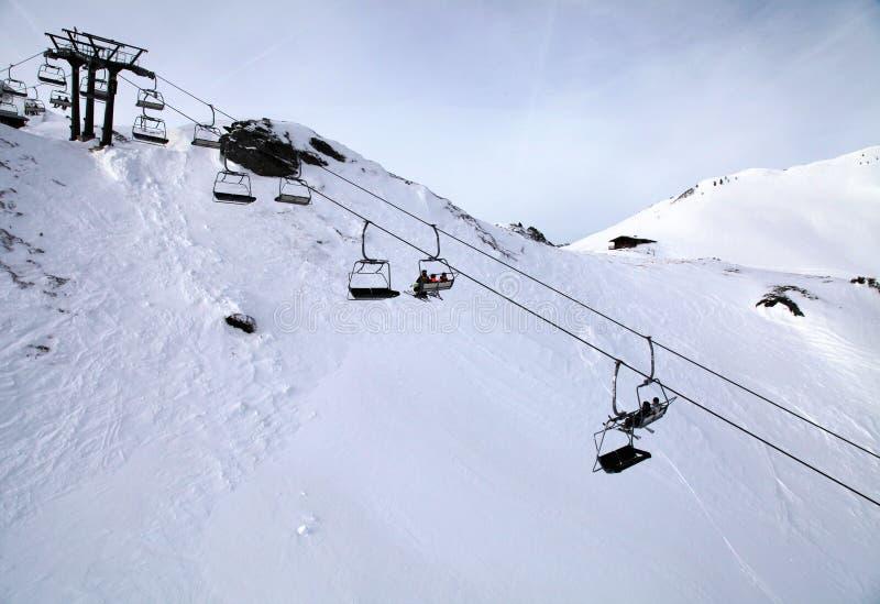 在阿尔卑斯(奥地利)的滑雪电缆车 图库摄影