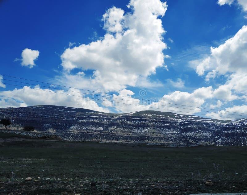 在阿尔及利亚的contryside的五颜六色的天空 库存照片