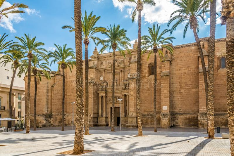 在阿尔梅里雅-西班牙的大教堂的看法 免版税库存照片