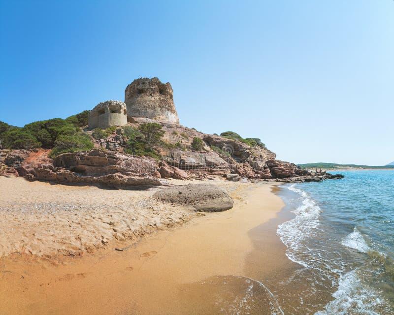 在阿尔盖罗,撒丁岛,意大利附近的波尔图耶老岛的海滩 免版税库存图片