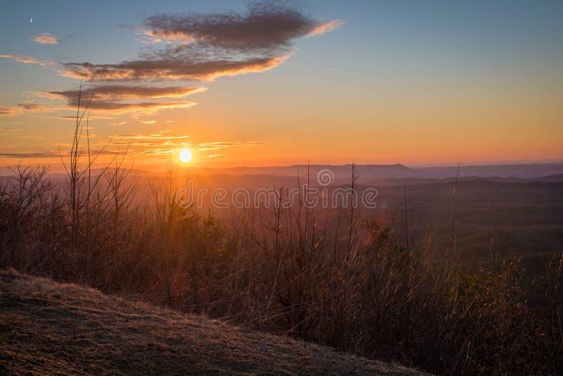 在阿巴拉契亚山脉的日落Cherohala Skyway,田纳西和北卡罗来纳的 免版税库存图片