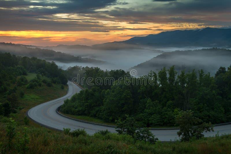 在阿巴拉契亚山脉的风景夏天日出 图库摄影